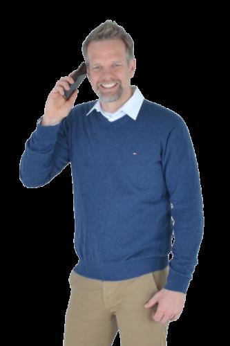 Keno Büsing mit Telefon